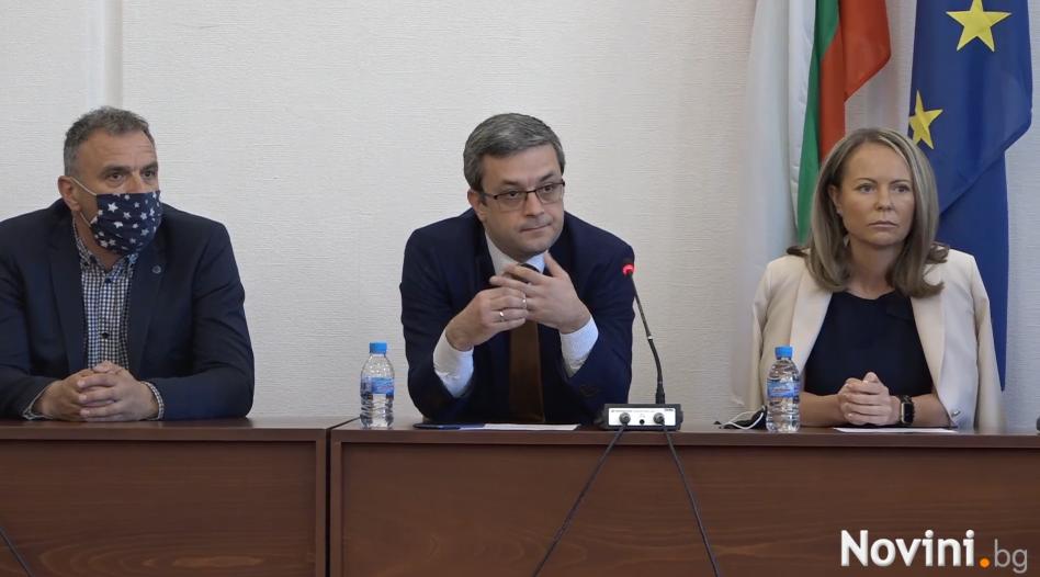 Караници и викове белязаха обстановката във Временната комисия по ревизия  на кабинета
