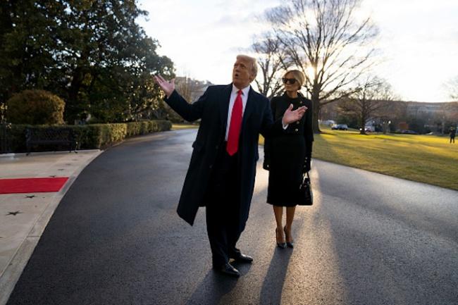 Тръмп и Мелания напуснаха Белия дом