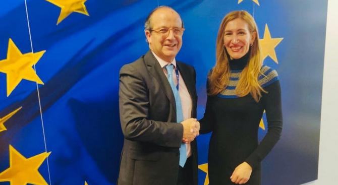 """Министър Ангелкова проведе работна среща с генералния директор на ГД """"Околна среда"""" към ЕК"""