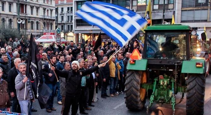 Фермерите в Гърция отново заплашват с пътни блокади и протести