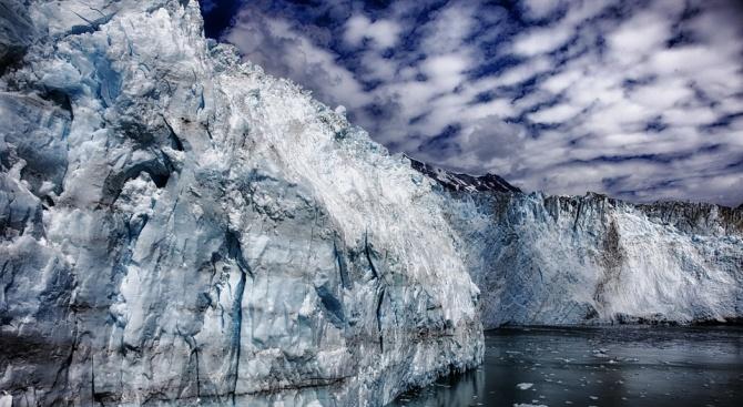 Специалисти изследваха промени в най-опасния ледник в света
