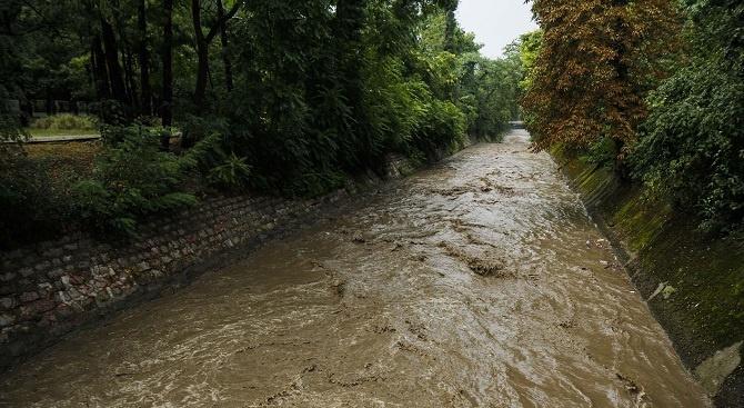 Проверяват сигнал за изхвърляне на отпадъци в река Струма