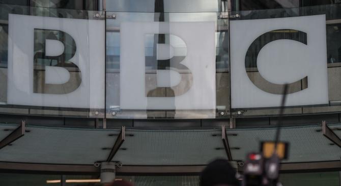 Би Би Си съкращава 450 позиции като част от плана си за модернизиране