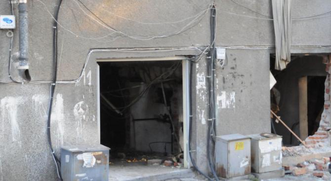 Горя трафопост и депо за стари автомобили в Бургас