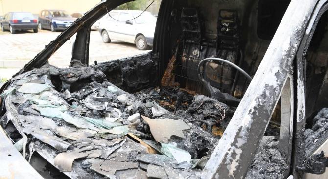 20 стари коли изгоряха в Бургас