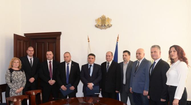 Данаил Кирилов подписа споразумение с трите синдиката към Министерството на правосъдието