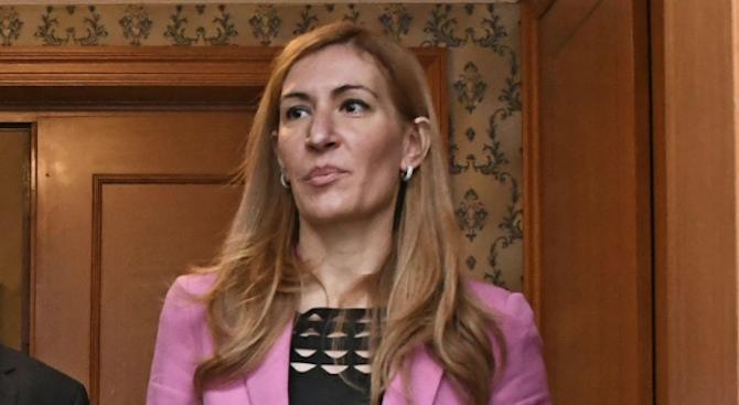 Николина Ангелкова ще се срещне с гръцкия си колега