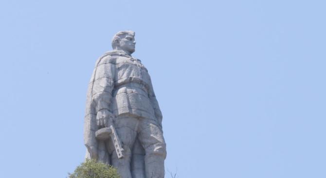"""Русия гневна на България за поругаването на паметника """"Альоша"""" в Пловдив"""