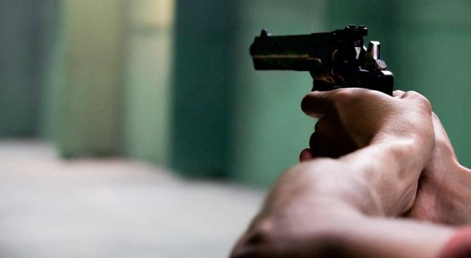 Мъж стреля с пистолет в болница в Пловдив, има ранена жена