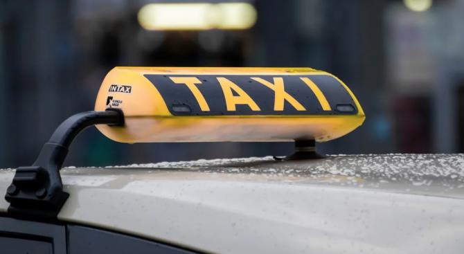 Нападнаха и обраха таксиметров шофьор