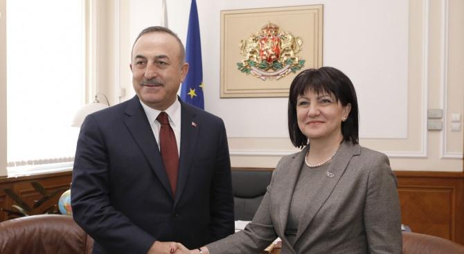 Двустранните отношения, сътрудничеството между парламентите на двете страни и търговско-икономическите