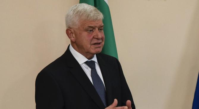 Тримата българи от Китай ще бъдат приети за наблюдение във ВМА