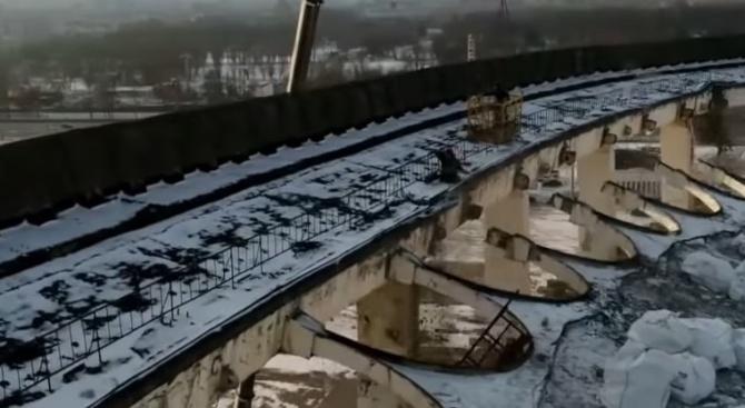 Срути се покрив на спортно-концертен комплекс, има жертви