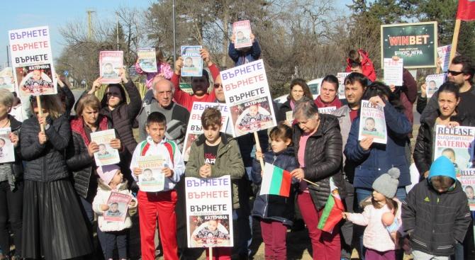 Протестен автопоход в подкрепа на семейството на бебето Катерина, отнето