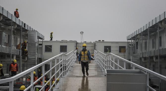 Китай построи само за 10 дни болница за заразените с новия коронавирус