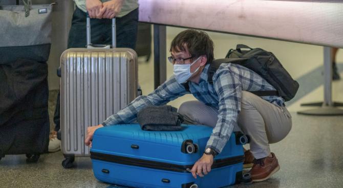 Всеки пътник с температура ще бъде задържан на летища София, Варна и Бургас