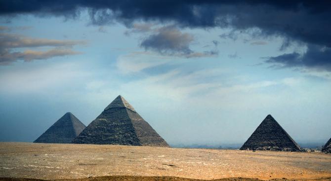 Откриха 16 гробници на жреци със саркофази от камък и дърво край Кайро