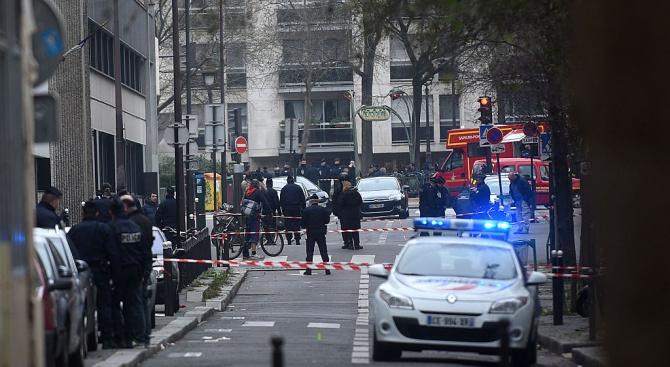 Френската полиция простреля мъж, въоръжен с нож, който нападна служители