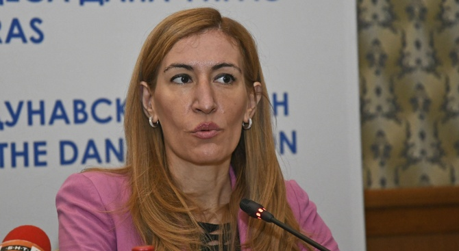 Министърът на туризма Николина Ангелкова Николина Ангелкова е министър на