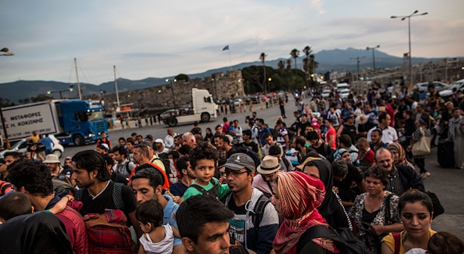 Броят на нелегалните мигранти, пристигнали на испанските Канарски острови в
