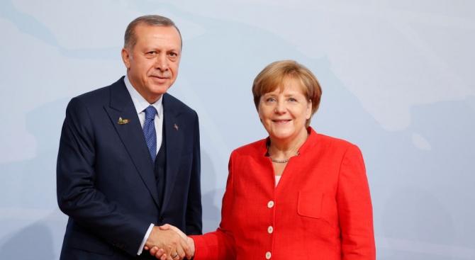 Меркел и Ердоган обсъдиха по телефона Сирия и Либия