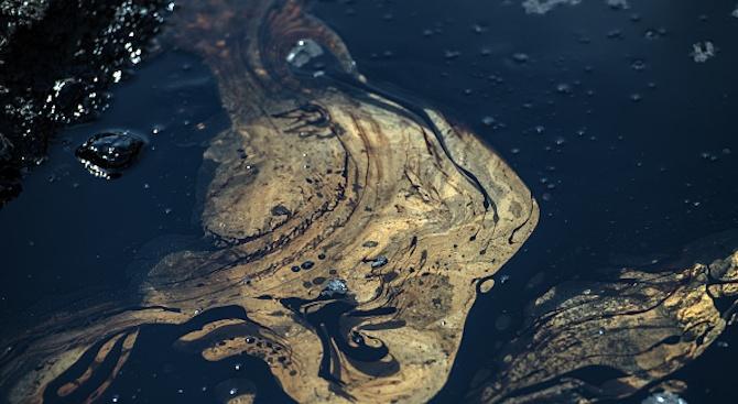 Проверяват сигнал за замърсяване на р. Марица с нефтопродукти