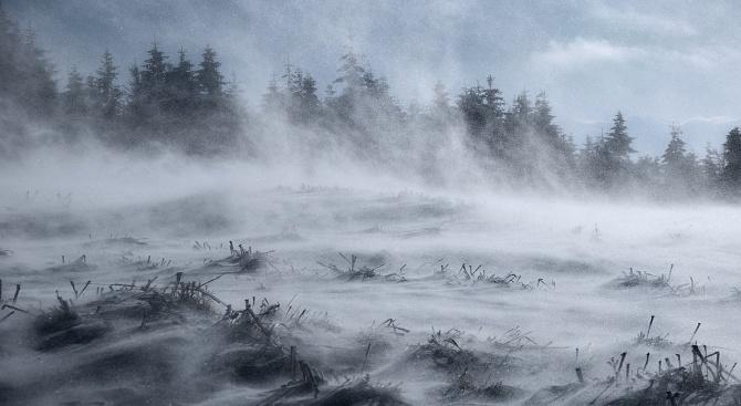 Опасно време в следващите 48 часа: Снежни виелици в цялата страна