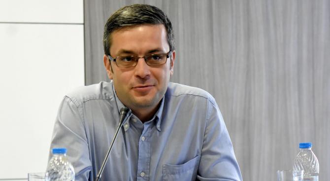 Тома Биков: Румен Радев откри много нескопосано предизборната си кампания