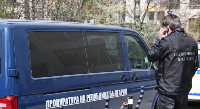 """Акция в офиси на """"Брикел"""" и """"Траш юнивърс"""" заради италианския боклук"""