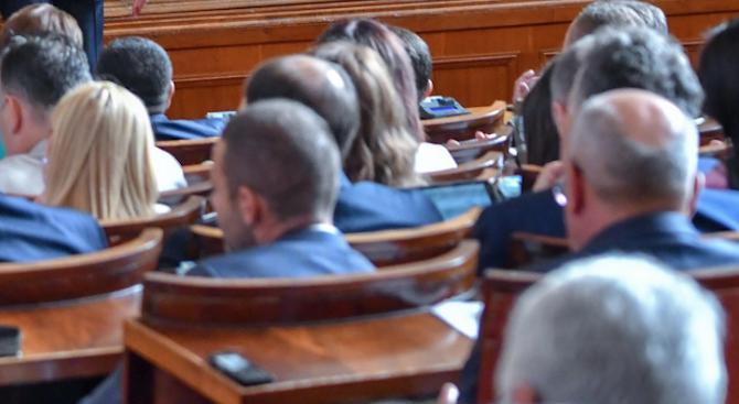 Парламентът прие на второ четене промени в Закона за платежните