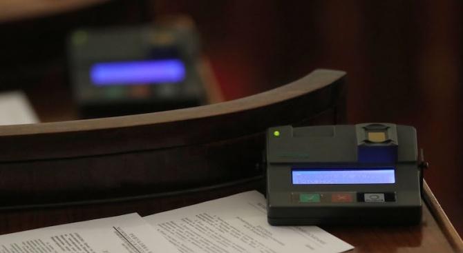 """Единодушно със 112 гласа """"за"""" парламентът прие на първо четене"""