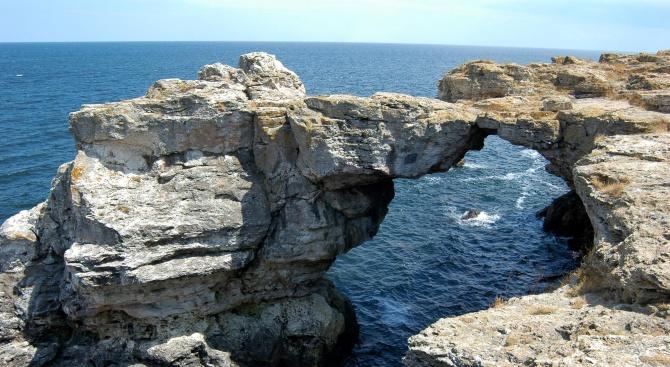 Скалният мост край Тюленово е обявен за природна забележителност