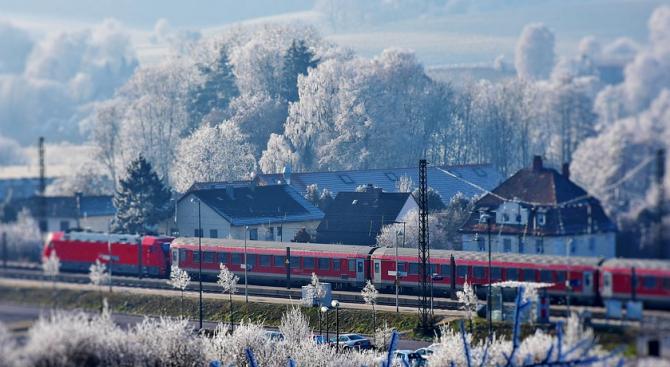 Влакове се движат с няколко часа закъснение тази сутрин