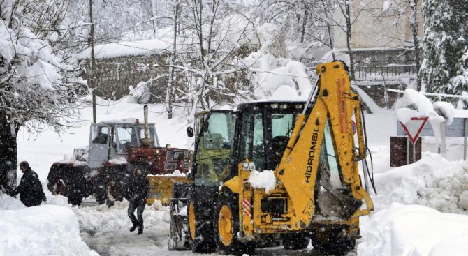 Жълт код за сняг, поледица и вятър за 9 области на страната