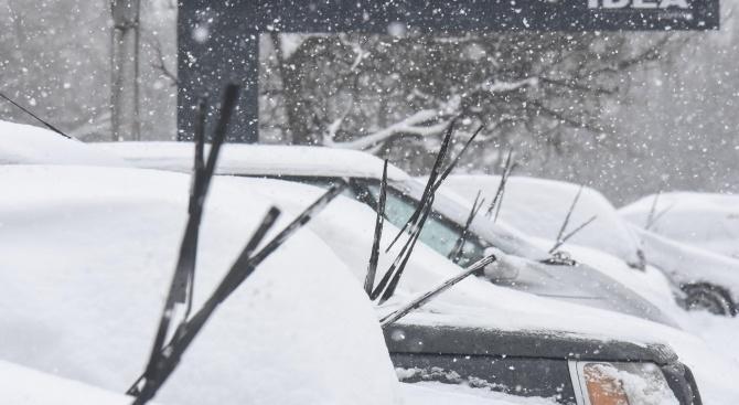 Обстановката в цяла България е усложнена заради силен вятър и