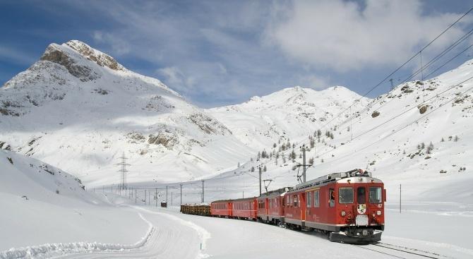 Движението на влаковете в страната в няколко участъка е прекъснато