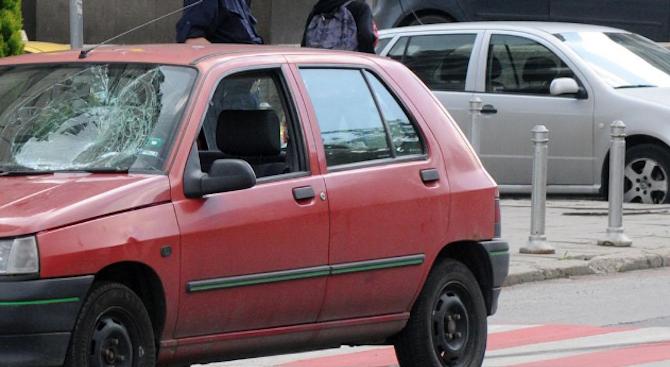 20-годишна жена е блъснала с лек автомобил 62-годишна пешеходка във