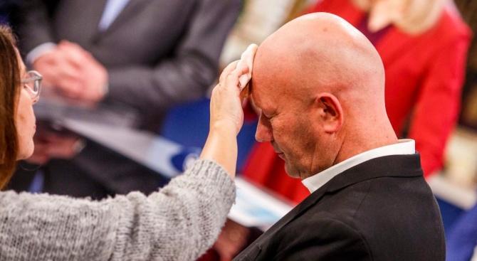 Новият министър-председател в източногерманската провинция Тюрингия бе избран с гласовете