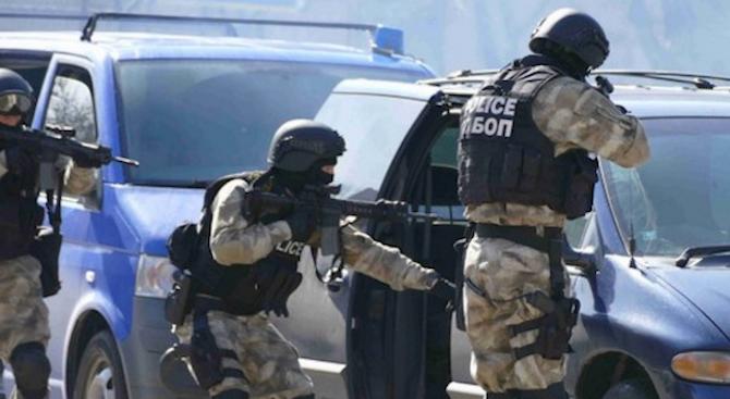 """Цяла смяна митничари бяха задържани за подкуп на """"Калотина"""""""