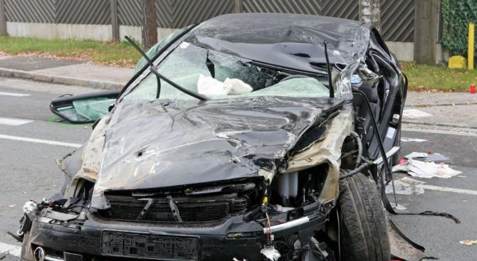 Два автомобила са се сблъскали към 10 часа днес край