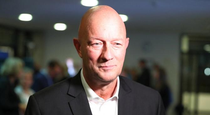 Либералът, избран за премиер на Тюрингия с подкрепата на крайната десница, подаде оставка