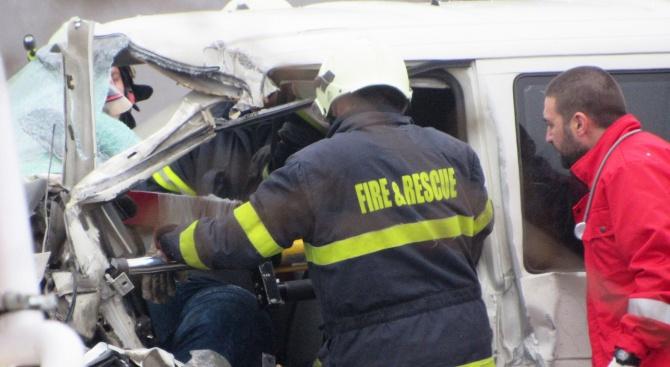 Пътнически бус е катастрофирал на пътя София - Варна, в