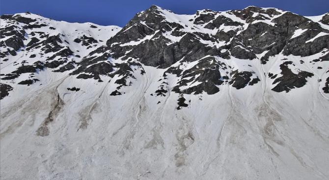 Жертвите на двете лавини в Източна Турция достигнаха 41 души