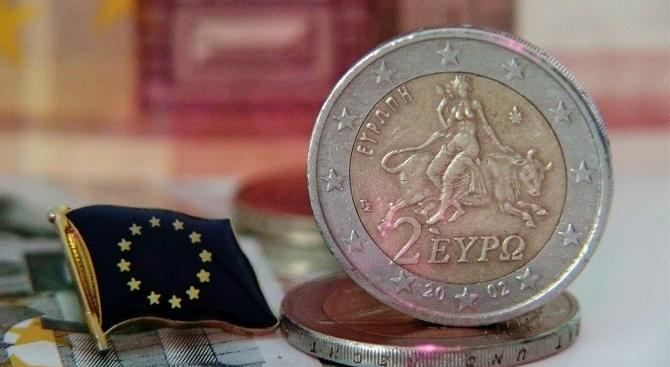 Гърците обедняват