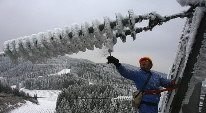Продължава възстановяването на електрозахранването на села в Хасковска област, съобщиха