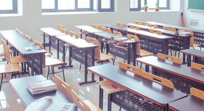 Разследват гимназия за източване на бюджетни средства