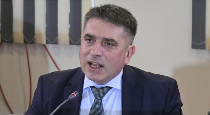 Данаил Кирилов поиска ВСС да уволни съдията, уличен в корупция от САЩ