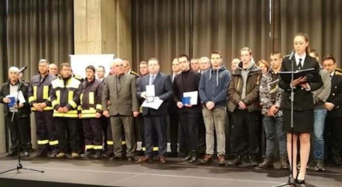 """Кметът на Свищов получи приза """"Личност на 2019"""" на церемонията """"Пожарникар на годината"""""""