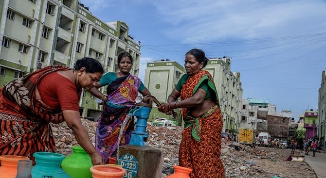Алкохол потече от чешми в Индия