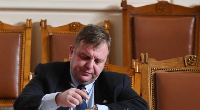Каракачанов: Институциите трябва да намерят режима на диалог